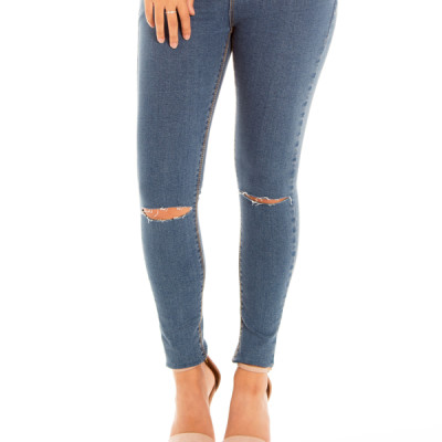 On Cloud 9 Jeans in Medium Wash Denim